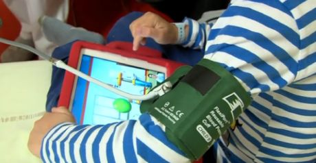 """""""Le Héros c'est toi !"""" : serious game pour enfants hospitalisés"""